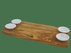tapas bræt i oliventræ med skåle